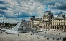 Bảo tàng Louvre thủ đô Paris, nước Pháp